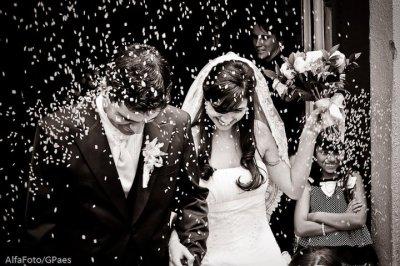 arroz_casamento_noivos_igreja_alfafoto